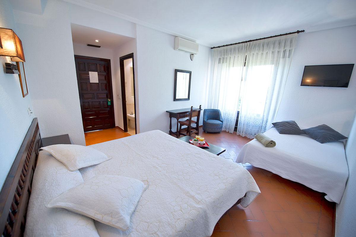 Habitaci n cu druple hasta 4 adultos hotel en toro juan ii for Habitacion cuadruple